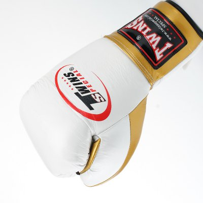 Купить Перчатки боксерские кожаные на шнуровке TWIN BO-0279-GD
